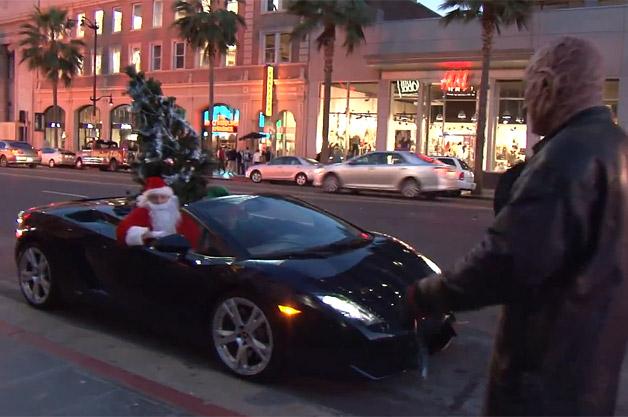 【ビデオ】LAのサンタクロースはランボルギーニに乗ってやってくる!