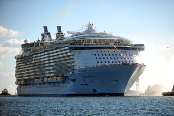 worlds-largest-cruise-ship-allure-of-the-seas-heading-for-europe
