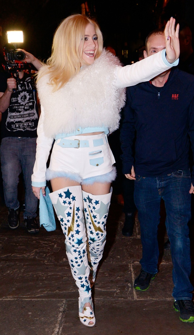 pixie-lott-hotpants-fur-crop-top-thigh-high-boots-GAY