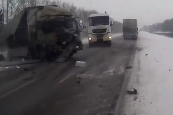 lorry-pile-up-russia-footage-video
