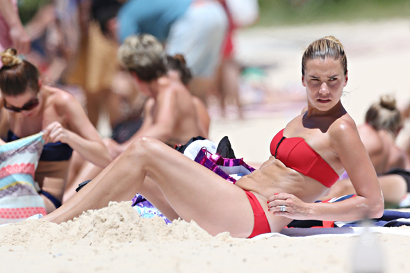 England cricketer Kevin Pietersen and his family are spotted on Bondi Beach. <P> Pictured: Jessica Taylor <P><B>Ref: SPL675095  060114  </B><BR/> Picture by: KHAP / Splash News<BR/> </P><P> <B>Splash News and Pictures</B><BR/> Los Angeles: 310-821-2666<BR/> New York: 212-619-2666<BR/> London: 870-934-2666<BR/> photodesk@splashnews.com<BR/> </P>