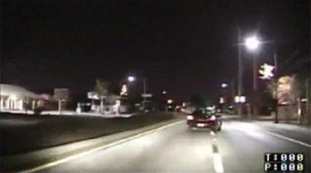 【ビデオ】 運転中のメールはこんなに危険!