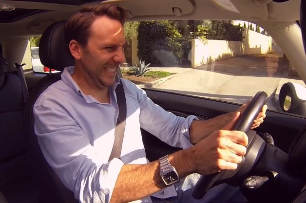 【ビデオ】爆笑! 音声コントロールで運転するとこうなる!!