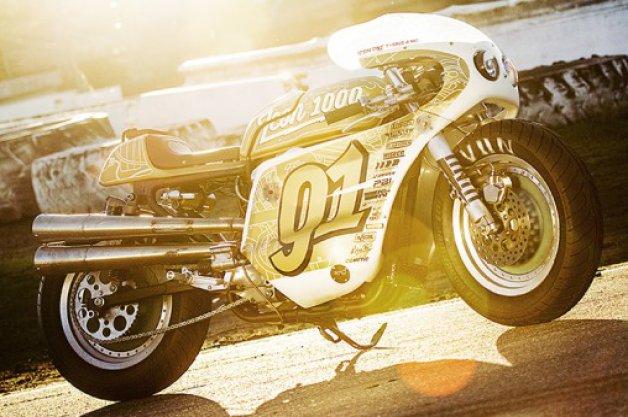 【ビデオ】米のバイク用品メーカーがカスタマイズした超ド派手なハーレー