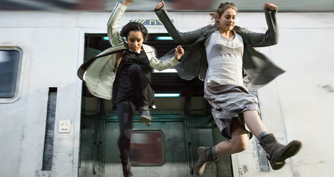 Zoe Kravitz and Shailene Woodley in 'Divergent'