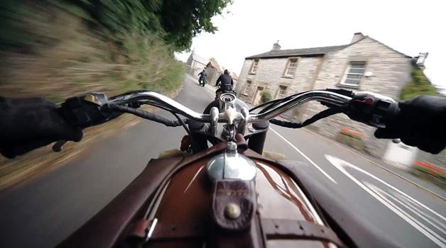 【ビデオ】4人のバイカーがBMWのバイクで、ベルリンからマン島までツーリング