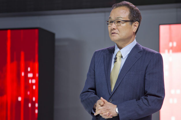 Takanobu Ito, president and chief executive officer of Honda Motor Co., presents at the global debut of the Honda Urban SUV Concept at the 2013 North American International Auto Show (NAIAS) in Detroit on January 14, 2013.【レポート】日本企業の英語化に拍車!? ホンダが会議での公用語を英語に