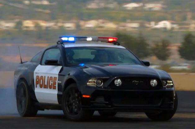 【ビデオ】元レーサーがフォード「マスタングGT」のパトカーに試乗!