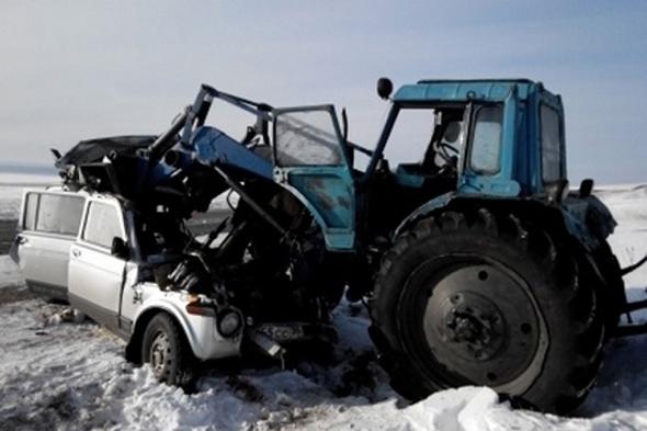 drunk-tractor-driver-decapitates-three-crash-car-russia