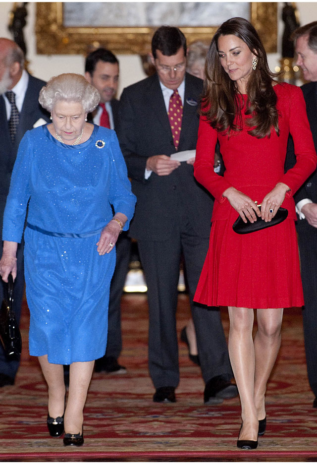 Britain's Queen Elizabeth II (L) and Catherine, Duchess of Cambridge, are pictured during a Reception for the Dramatic Arts, at Buckingham Palace in London, on February 17, 2014.   AFP PHOTO / DAVID CRUMP/POOL        (Photo credit should read DAVID CRUMP/AFP/Getty Images)