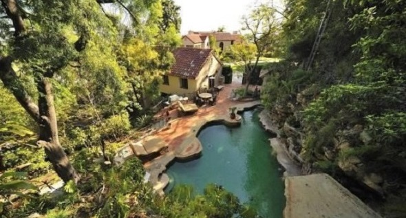 Katy Perry house, swimming pool