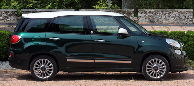 2015 Fiat 500L Living side view