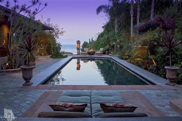 gwyneth-paltrow-malibu-beach-house-photos
