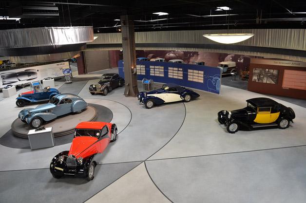 30億円以上とも言われる超希少車も展示されているブガッティのアート展