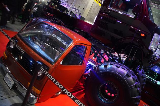 【大阪オートメッセ2014】斬新な展示方法で出展された2台の軽トラをご紹介!