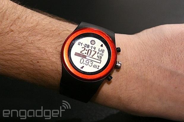 LifeTrak Zone R415 是一款結合了智慧型手錶、健康儀器和心電圖機於一身的手錶