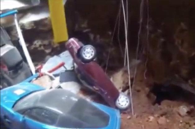 【ビデオ】コルベット博物館で展示車の救出作業が開始!