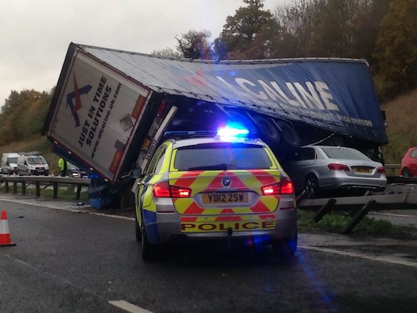 Man trapped under lorry on M40