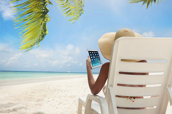Relax on the beach and tablet computer