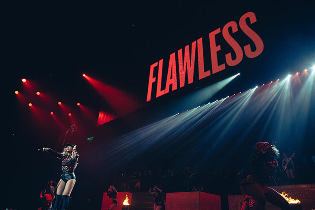 beyonce on stage in glasgow