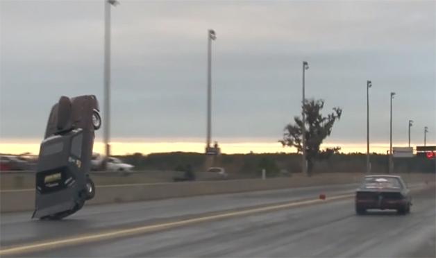 【ビデオ】2千馬力オーバーの「マスタング」が派手なウィリー!