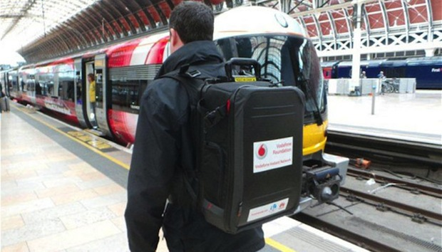 Vodafone 這個 24 磅的背包可在災後向人們提供通訊服務