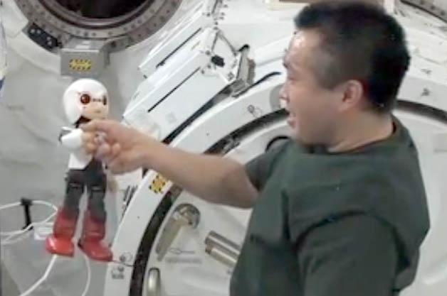 【ビデオ】トヨタの技術が光るロボット宇宙飛行士「キロボ」、宇宙空間での会話に成功!
