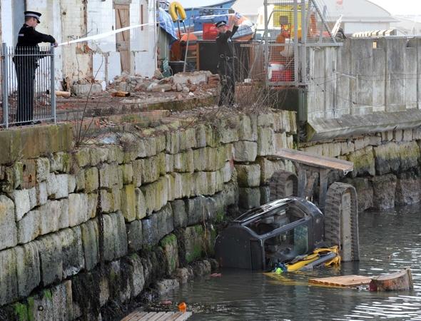 driver-rescued-digger-falls-sea-dorset