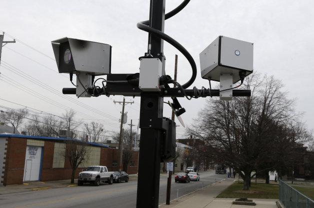 【ビデオ】多数の速度違反取締りカメラが誤作動 誤って回収された罰金の行方は?
