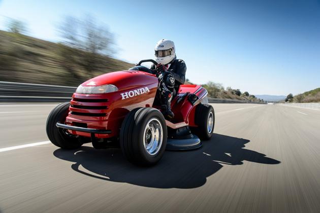 ホンダUKと『トップギア・マガジン』が、芝刈機の世界最速ギネス記録を達成