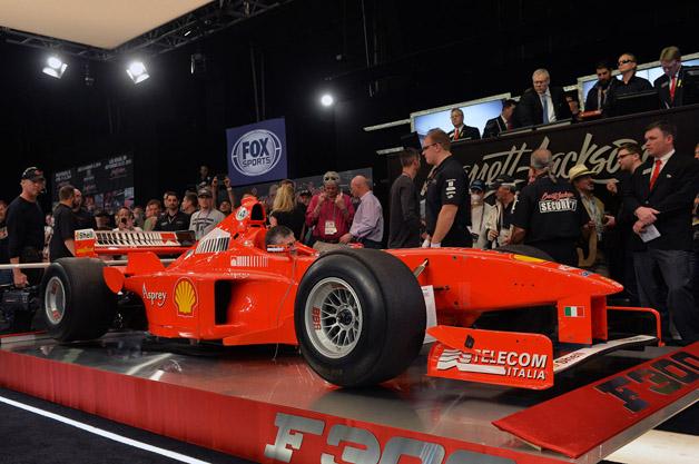 【ビデオ】シューマッハもドライブした98年製のフェラーリ「F300」が1億7700万円で落札