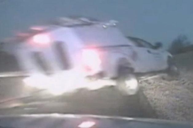 【ビデオ】九死に一生! 後ろから突然クルマが吹っ飛んできた瞬間を捉えた衝撃映像!!