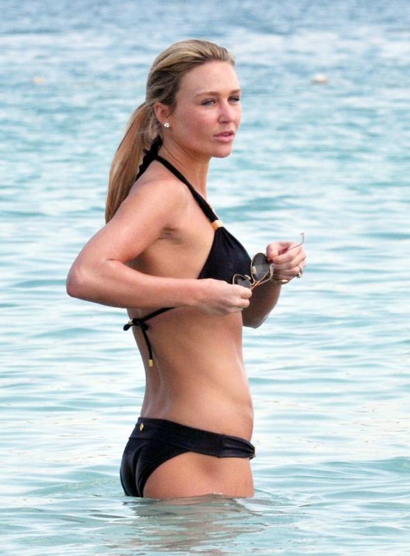 Alex-Gerrard-bikini-beach-dubai-holiday-photo