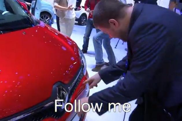【ビデオ】リア・エンジンになった新型「ルノー トゥインゴ」の意外なボンネットの開き方!