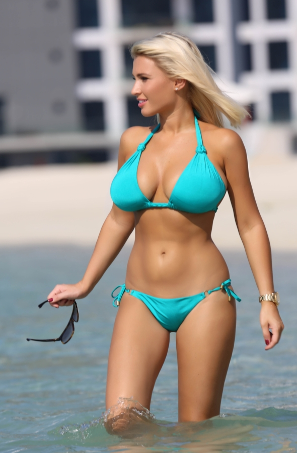 Billie Faiers shows off new trim bikini body in Dubai ...