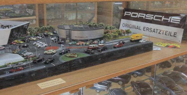 【ビデオ】ギネスも認めた世界最大のミニカーコレクションとジオラマを紹介