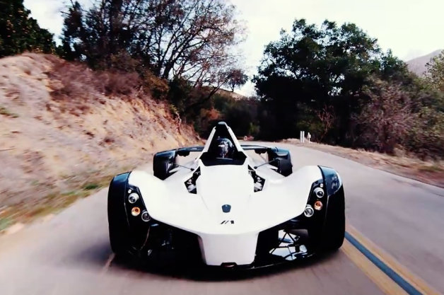【ビデオ】英国生まれの超軽量スポーツカー、BAC「Mono」が米国の公道を走る!