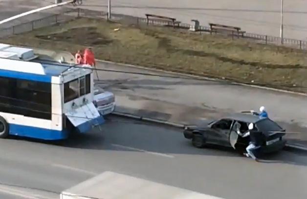 【ビデオ】バスに引っ張ってもらって