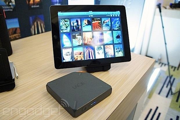 LaCie Fuel 是一款可将档案串流至 Apple 和 Mac 装置的硬件,容量有 1TB(视频)
