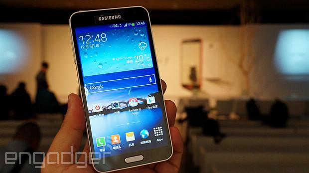 Samsung Galaxy J 在台推出,外型新風格動手玩(更新:影片)
