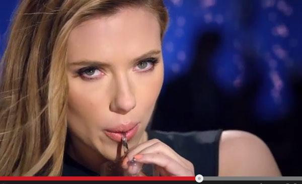 報じられるところによれば、放送禁止の理由はスカーレットがセクシーすぎたからではなく、CMの最後に彼女が言うセリフ「Sorry, Coke and  Pepsi.
