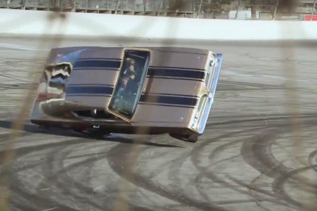 【ビデオ】ジェイ・レノを乗せた2,500馬力のプリマス「バラクーダ」が激しく横転!