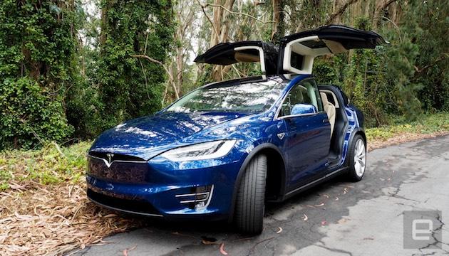 テスラ、Model Xほかに「パーティ&キャンピングモード」を提供へ。48時間ぶっ通しで音楽や照明が使える