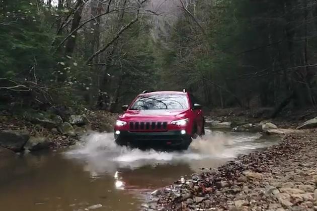 【ビデオ】ジープが小川を走るCMに、環境破壊と非難の声が!
