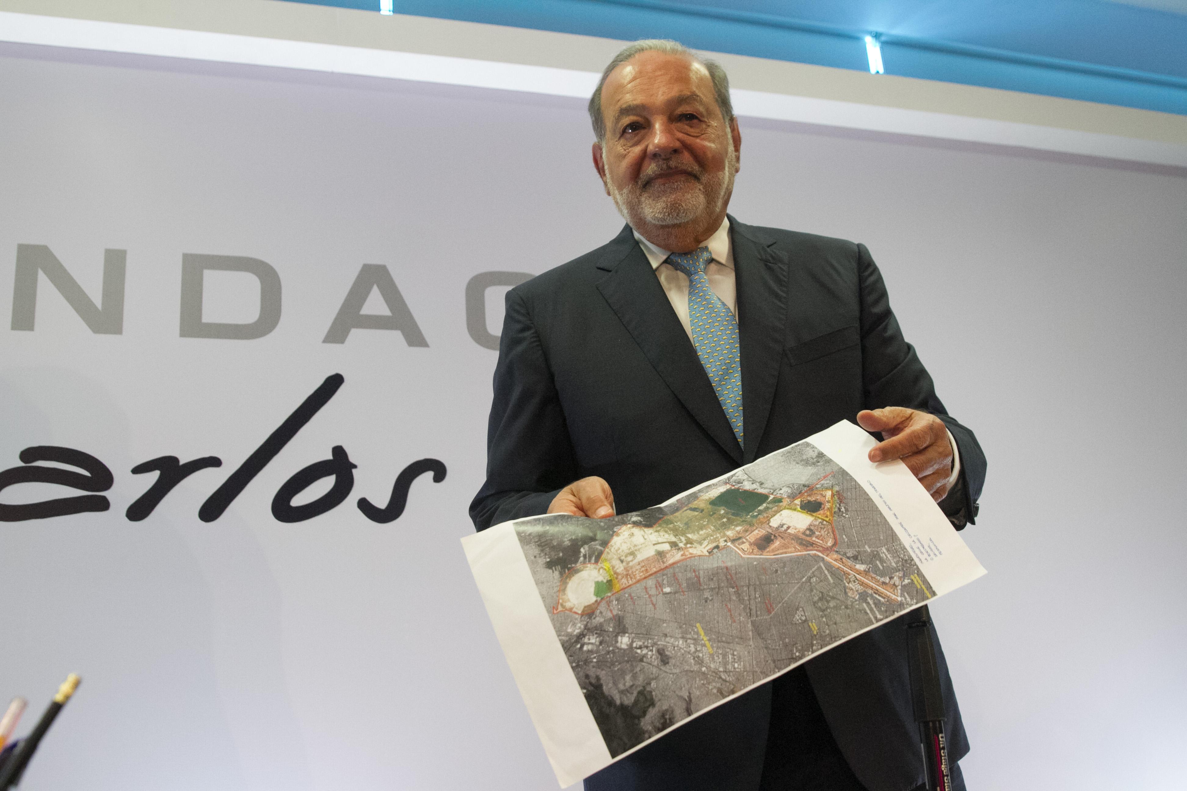 Carlos Slim Helú, fundador y presidente del Grupo Carso, ofreció una conferencia de prensa para hablar...