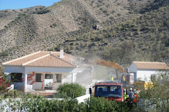 Villas being demolished