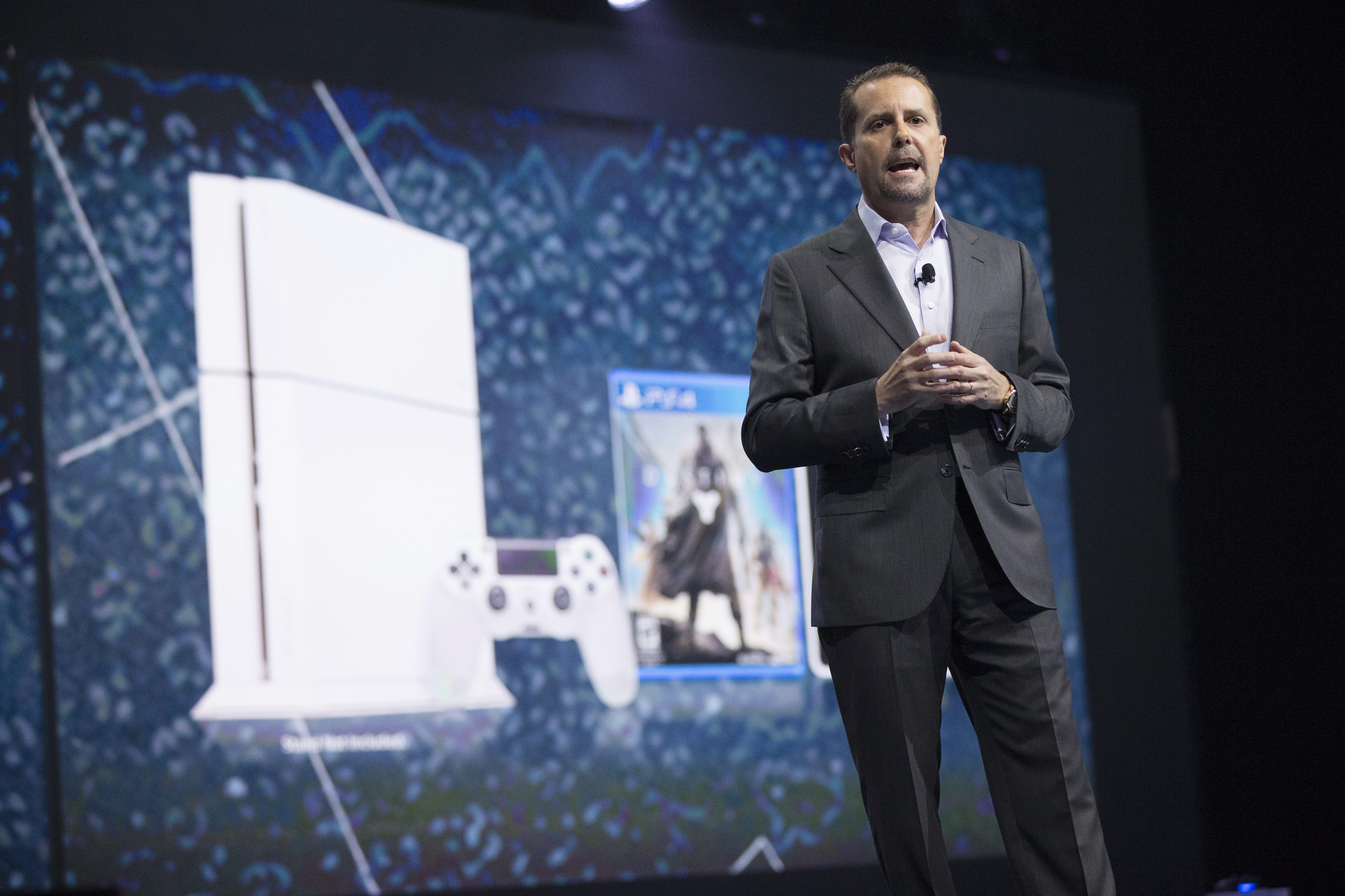 Andrew House, President and Group Chief Executive Officer of Sony Computer Entertainment, presents a white PlayStation 4 during a media briefing before the opening day of the Electronic Entertainment Expo, or E3, at the Memorial Sports Arena in Los Angeles, California June 9, 2014.  REUTERS/Mario Anzuoni  (UNITED STATES - Tags: SCIENCE TECHNOLOGY BUSINESS SOCIETY)