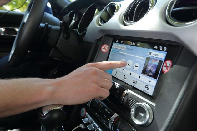 Apple CarPlayやAndroid Autoの方が、純正インフォテインメント・システムより全体的に優れていることがAAAの調査で判明