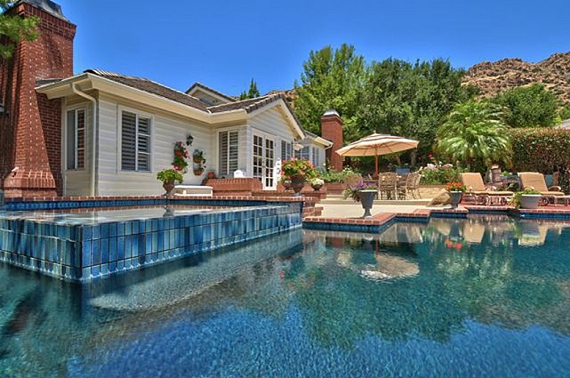 backyard pool charlie sheen house westlake village