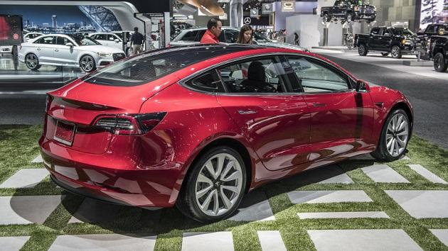 『コンシューマー・リポート』誌、テスラ「モデル3」のブレーキ修正後、同車を再試験すると宣言